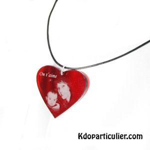 Bijou en forme de coeur en plexi couleur rubis