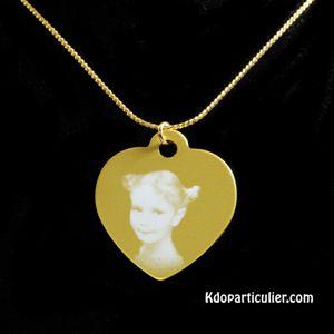 Bijou en alu doré en forme de coeur