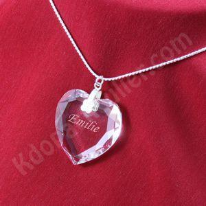 collier avec pendentif cristal en forme de coeur