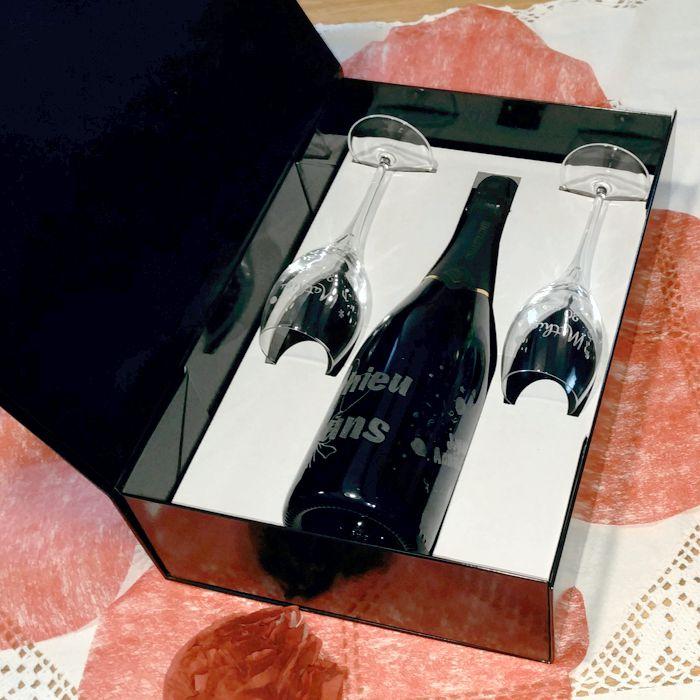coffret cadeau champagne personnalis fl tes grav es et champagne. Black Bedroom Furniture Sets. Home Design Ideas