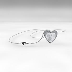 Bijou en cristal en forme de coeur