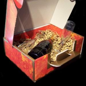 coffret champagne composé d'une bouteille et de 2 flûtes gravées dans une valisette cadeau